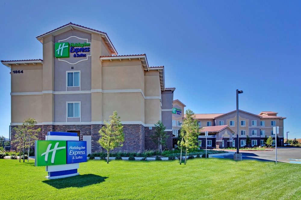 Exterior, Holiday Inn Express Hotel and Suites Beaumont