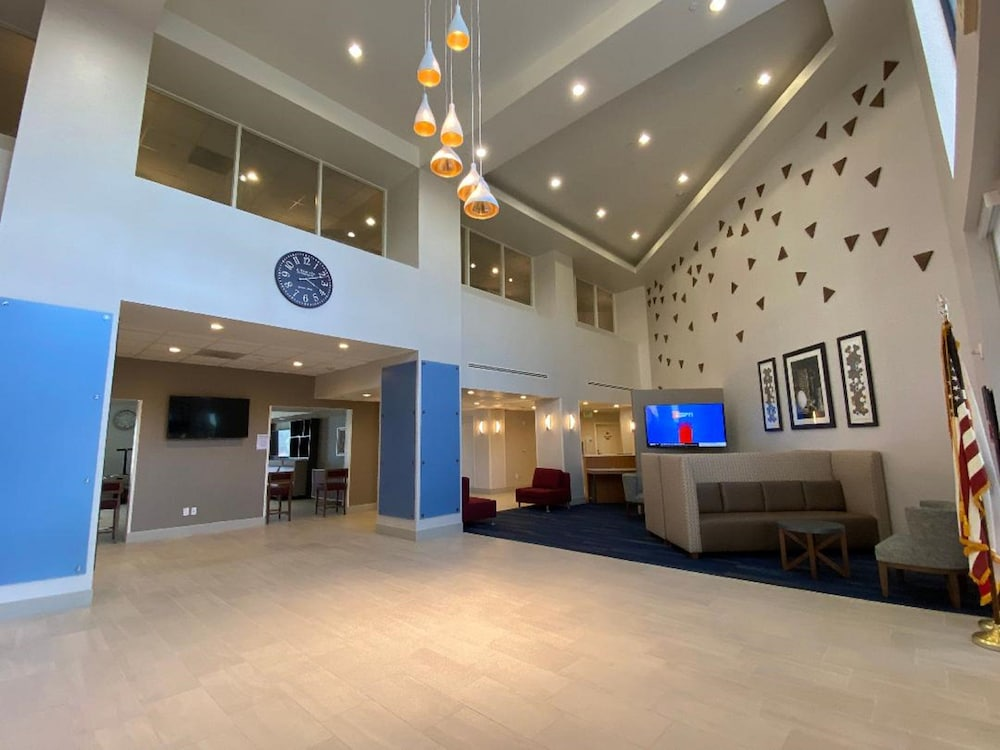 Lobby, Holiday Inn Express Hotel and Suites Beaumont