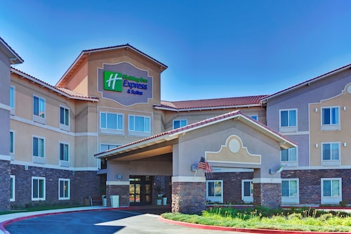 Great Place to stay Holiday Inn Express Hotel and Suites Beaumont near Beaumont