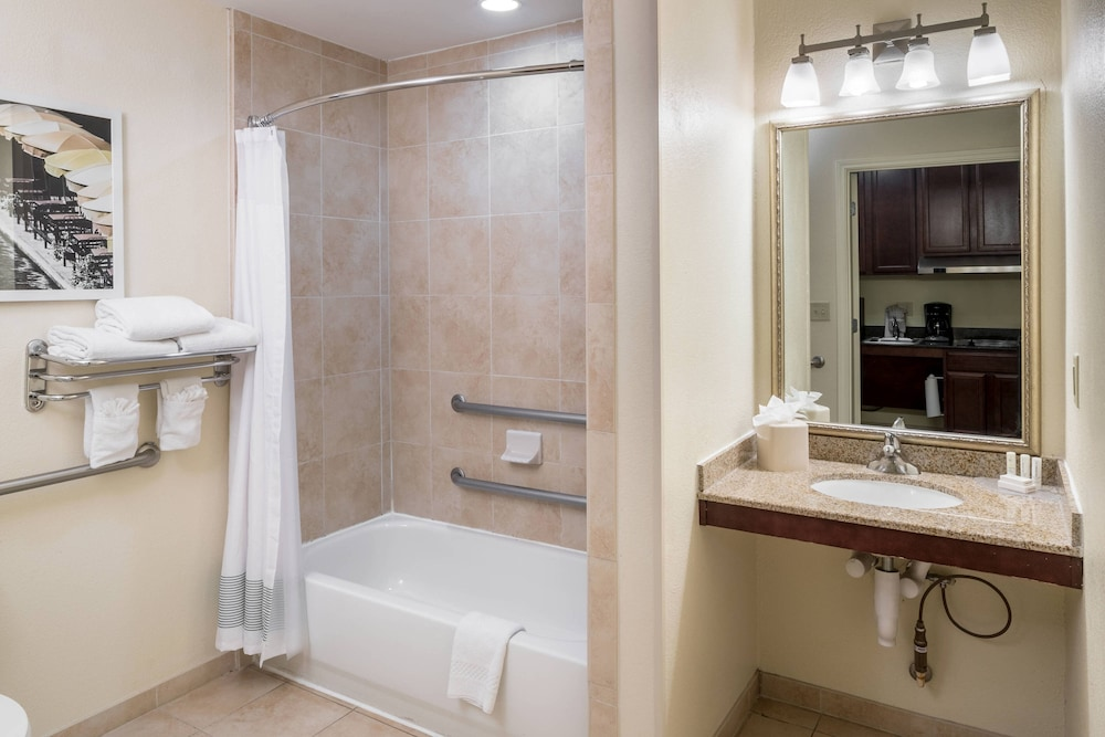 Bathroom, TownePlace Suites by Marriott San Antonio Airport