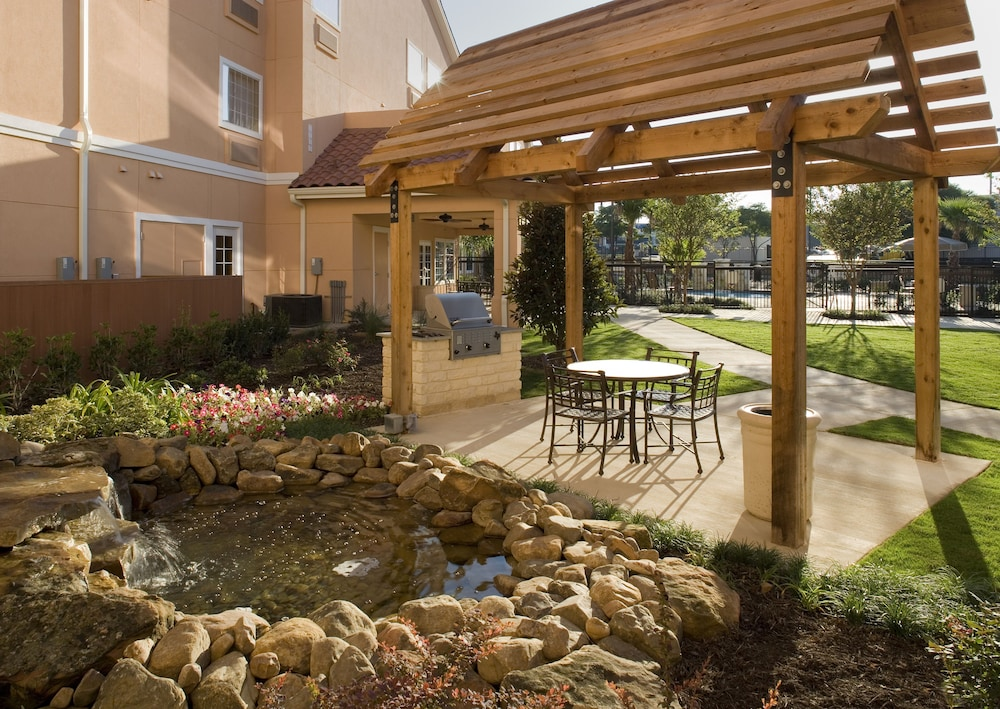 Terrace/Patio, TownePlace Suites by Marriott San Antonio Airport