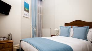 Hypo-allergenic bedding, iron/ironing board, free WiFi, linens