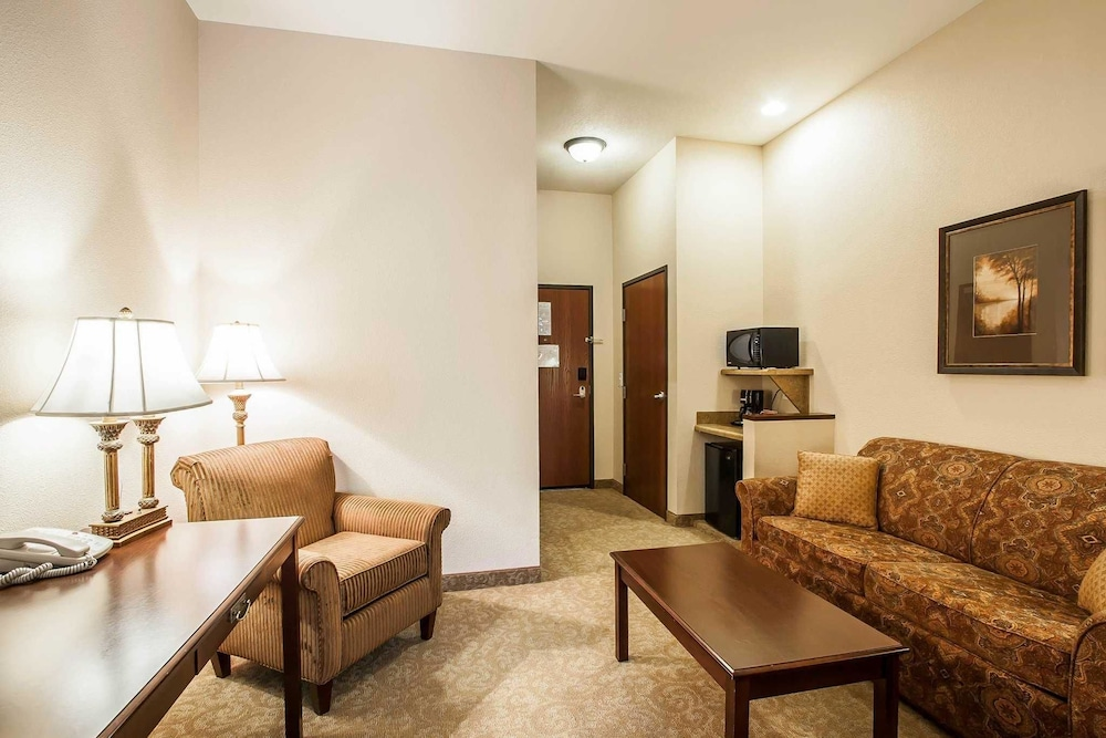 z hotel featured red comfort in inn mcminnville hotels salem suites reviews image lion rates comforter information