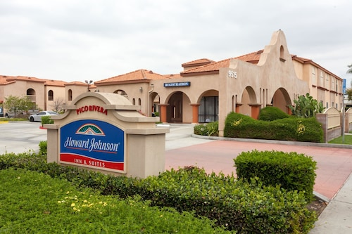Howard Johnson Hotel & Suites by Wyndham Pico Rivera