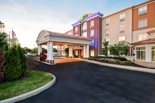 Great Place to stay Holiday Inn Express & Suites Schererville near Schererville