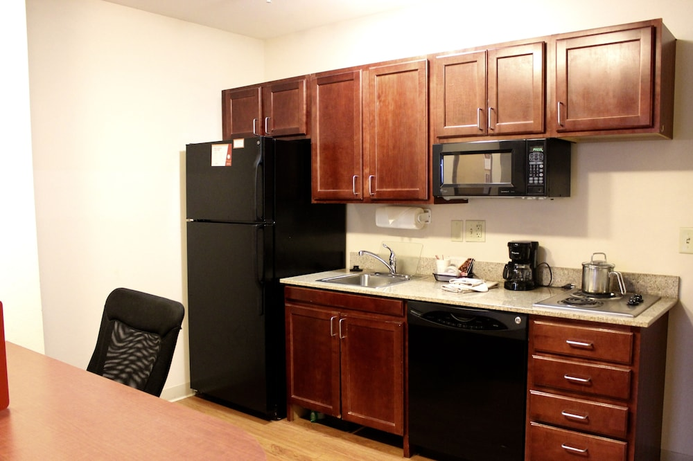 Private Kitchen, Hawthorn Suites by Wyndham Madison Fitchburg