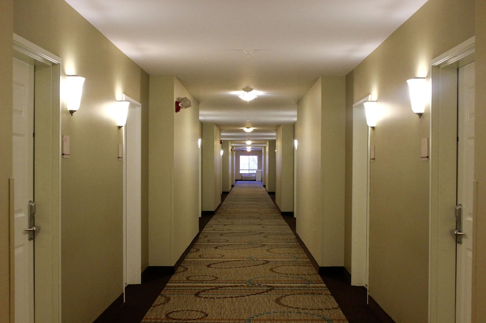 Hallway, Hawthorn Suites by Wyndham Madison Fitchburg