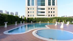 실내 수영장, 2 개의 야외 수영장, 수영장 파라솔, 일광욕 의자
