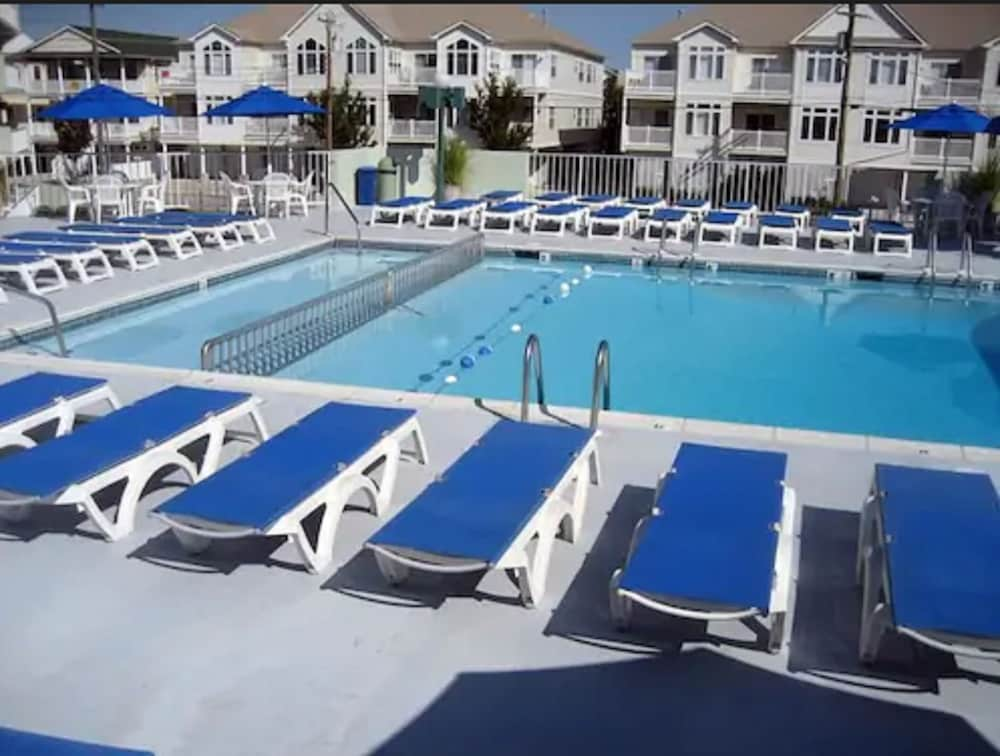 Outdoor Pool, The Diplomat Beach Club Suites