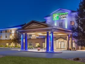 Holiday Inn Express & Suites Eau Claire North, an IHG Hotel
