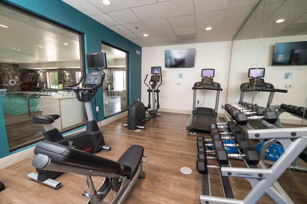 Fitness Facility, Holiday Inn Express Clinton, an IHG Hotel