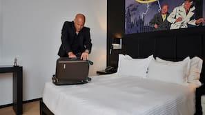 Luxe beddengoed, een kluis op de kamer, een bureau, geluiddichte muren