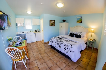 Standard Room, 1 Queen Bed, Kitchenette - Guestroom