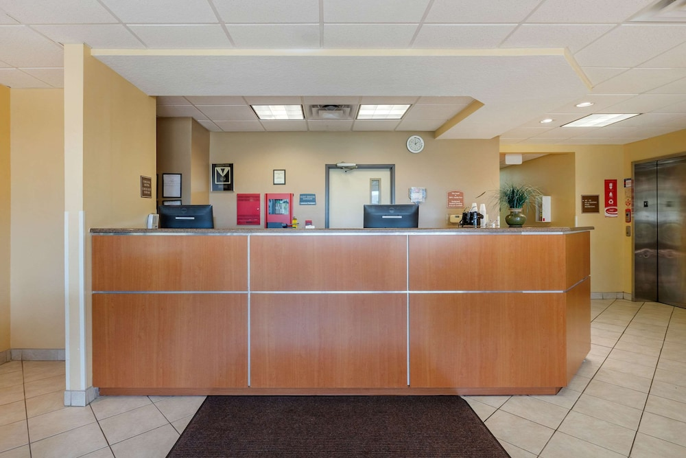 Lobby, Econo Lodge Inn & Suites Fairgrounds