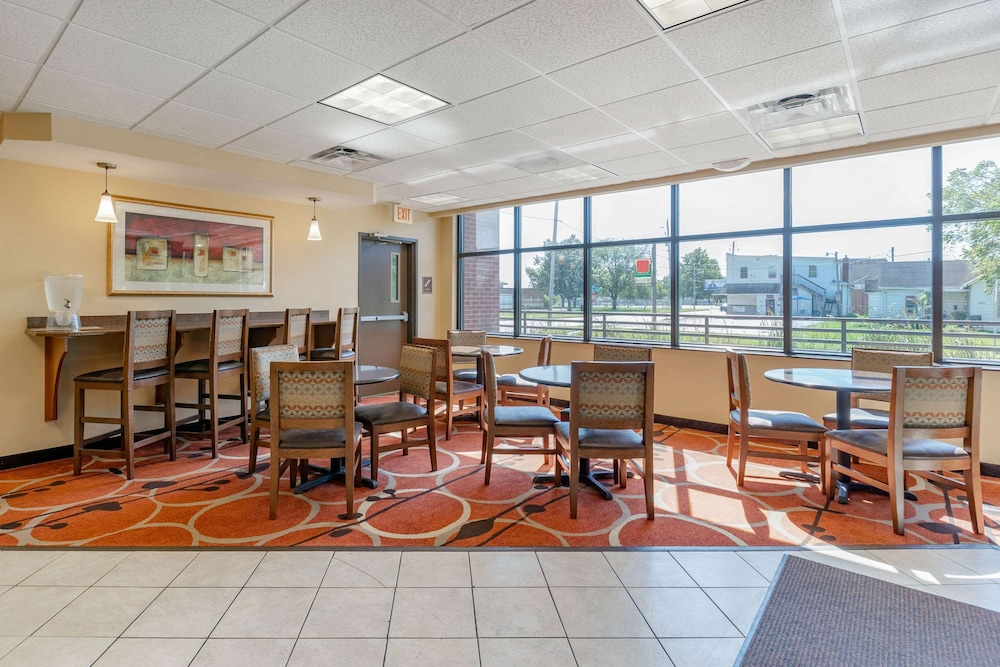 Breakfast Area, Econo Lodge Inn & Suites Fairgrounds