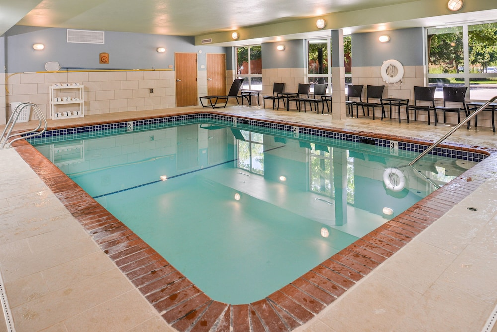Pool, Holiday Inn Express Hotel & Suites Lacey
