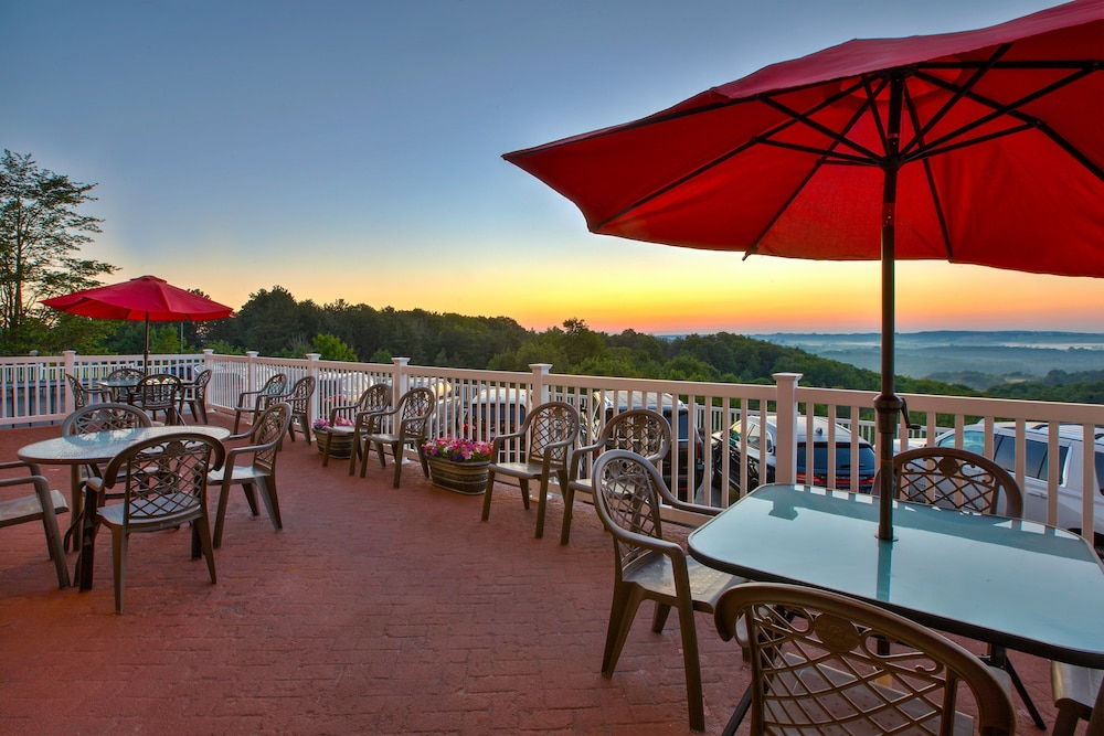 Terrace/Patio, Holiday Inn Express & Suites Petoskey
