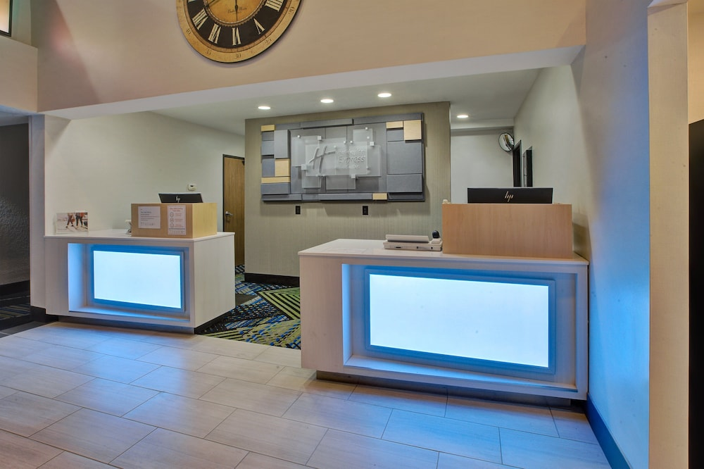 Lobby, Holiday Inn Express & Suites Petoskey