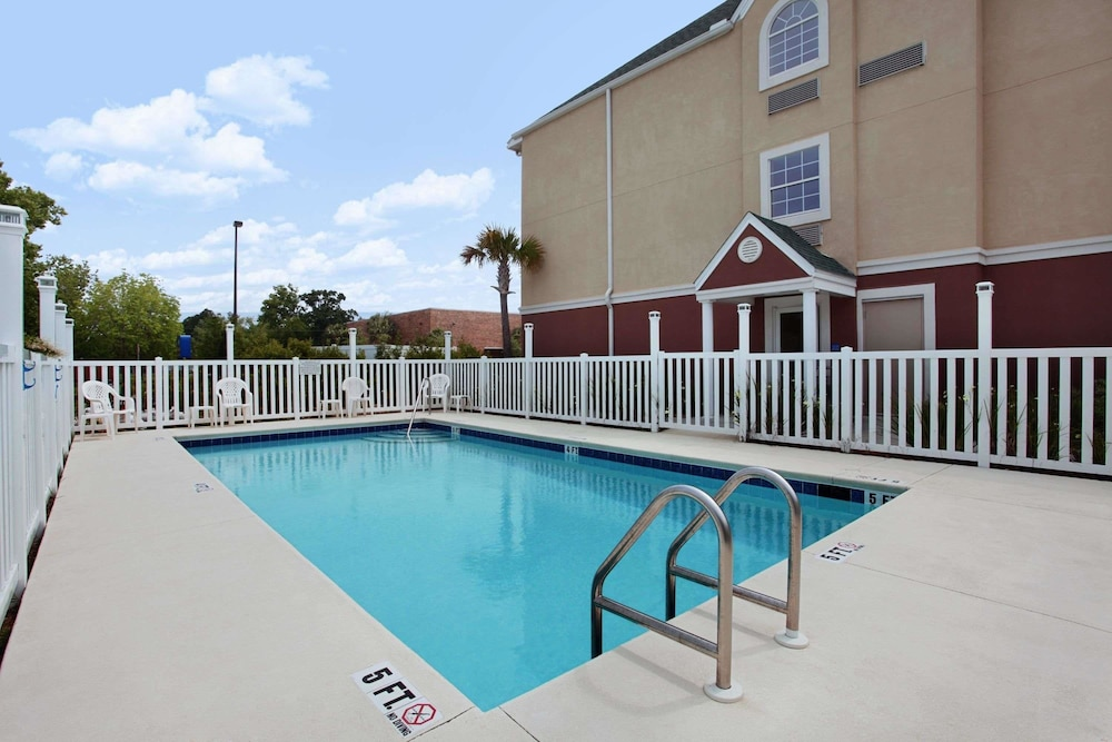 Pool, Microtel Inn & Suites by Wyndham Panama City