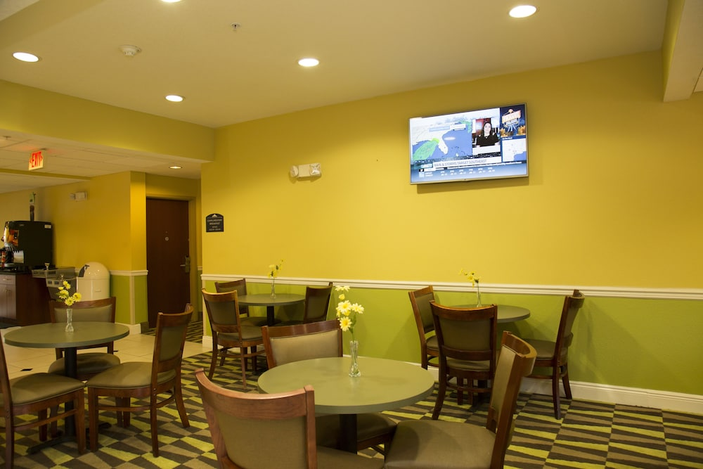 Breakfast Area, Microtel Inn & Suites by Wyndham Panama City