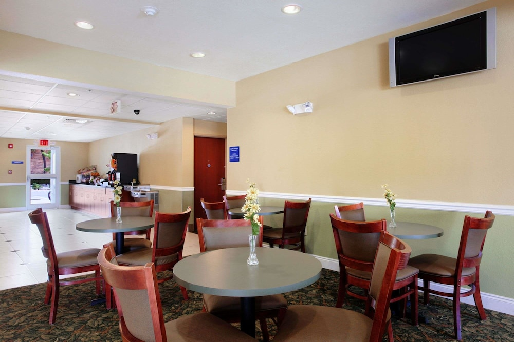 Dining, Microtel Inn & Suites by Wyndham Panama City