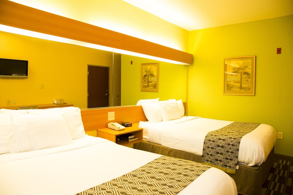 Room, Microtel Inn & Suites by Wyndham Panama City