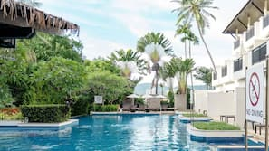 3 outdoor pools, pool umbrellas, pool loungers