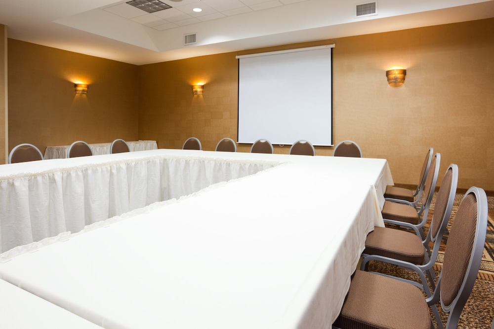 Meeting Facility, Holiday Inn & Suites Green Bay Stadium, an IHG Hotel