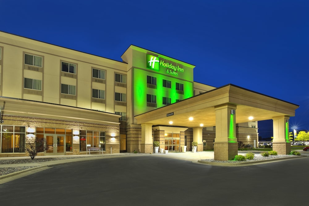 Exterior, Holiday Inn & Suites Green Bay Stadium, an IHG Hotel