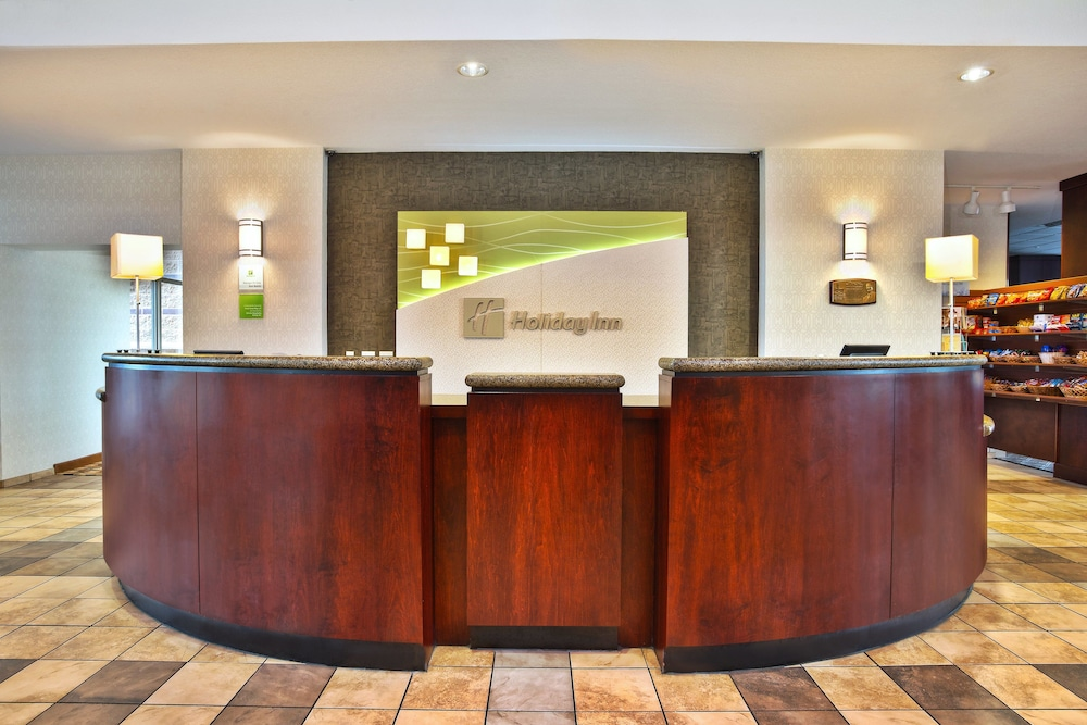 Lobby, Holiday Inn & Suites Green Bay Stadium, an IHG Hotel