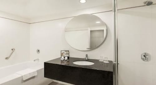 Wyndham costa del sol lima airport callao per expedia for Bathroom showrooms costa del sol