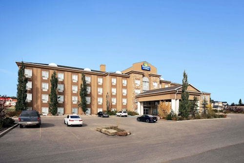 Days Inn & Suites by Wyndham Strathmore