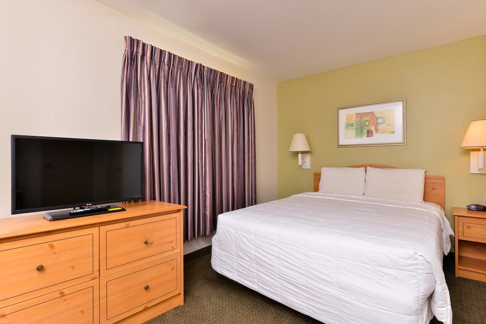 Room, Americas Best Value Inn & Suites Winnie