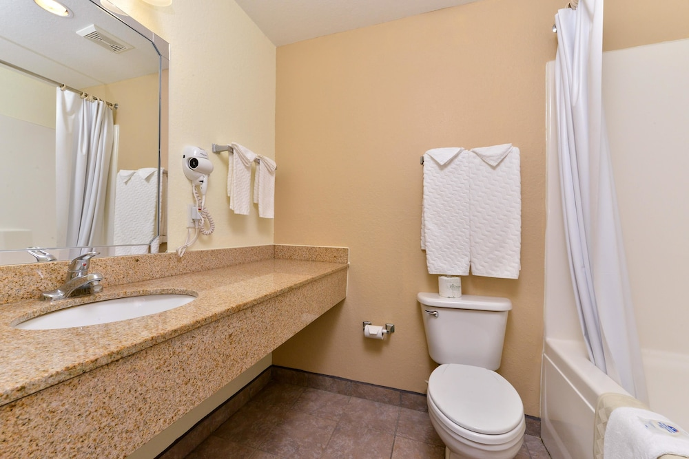 Bathroom, Americas Best Value Inn & Suites Winnie