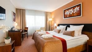 Allergitestet sengetøy, minibar, safe på rommet og skrivebord