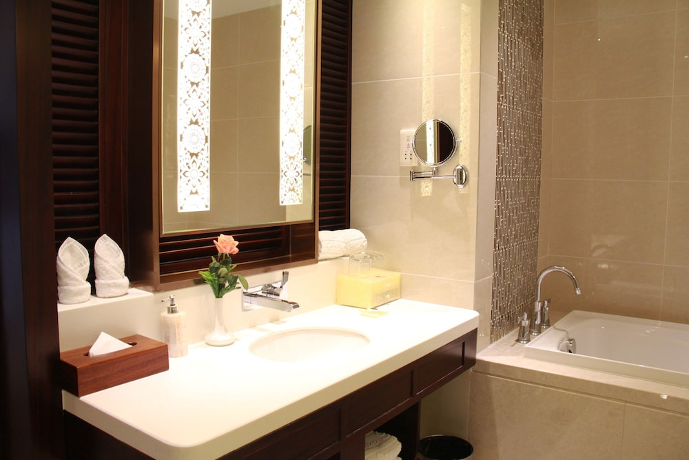 Bathroom, Don Chan Palace, Hotel & Convention