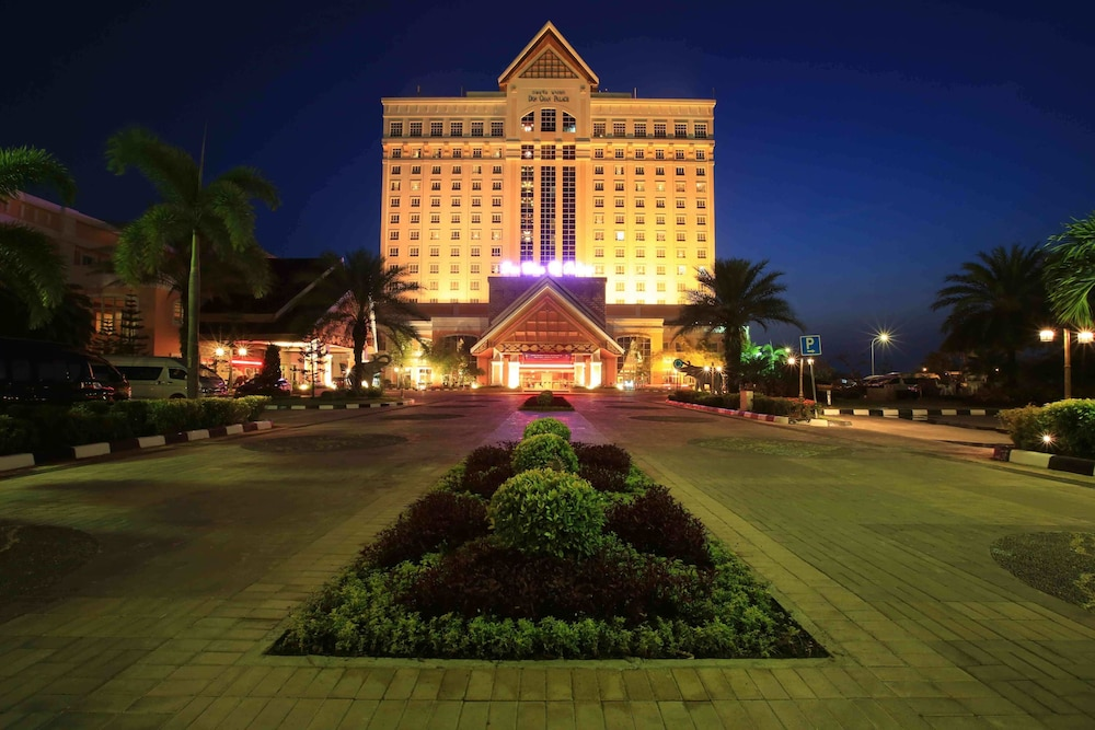 Front of Property - Evening/Night, Don Chan Palace, Hotel & Convention