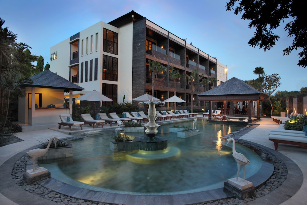 The seminyak beach resort spa reviews photos rates for Seminyak hotels