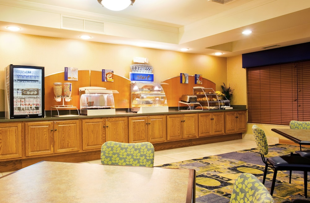 Breakfast Meal, Holiday Inn Express Hotel & Suites Chicago South Lansing, an IHG Hotel