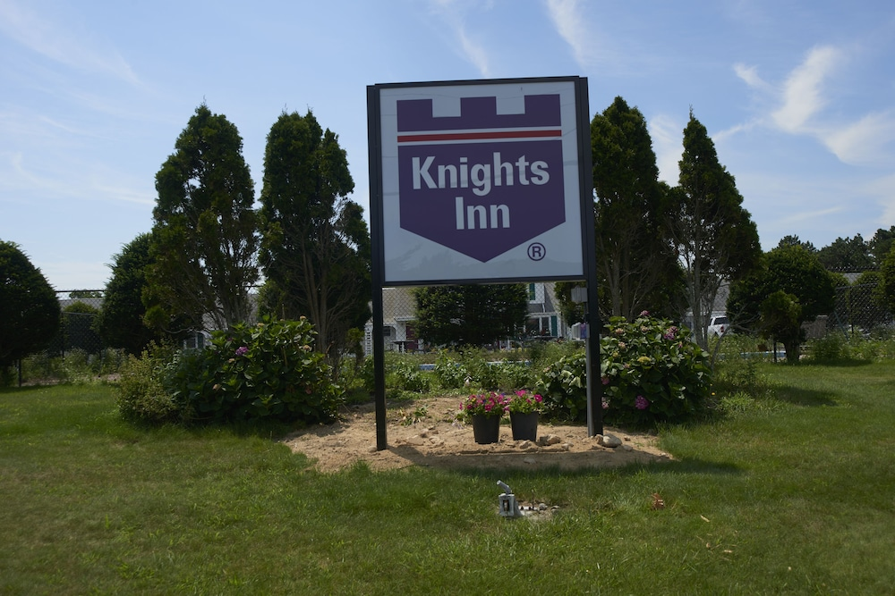 Front of Property, Knights Inn Centerville