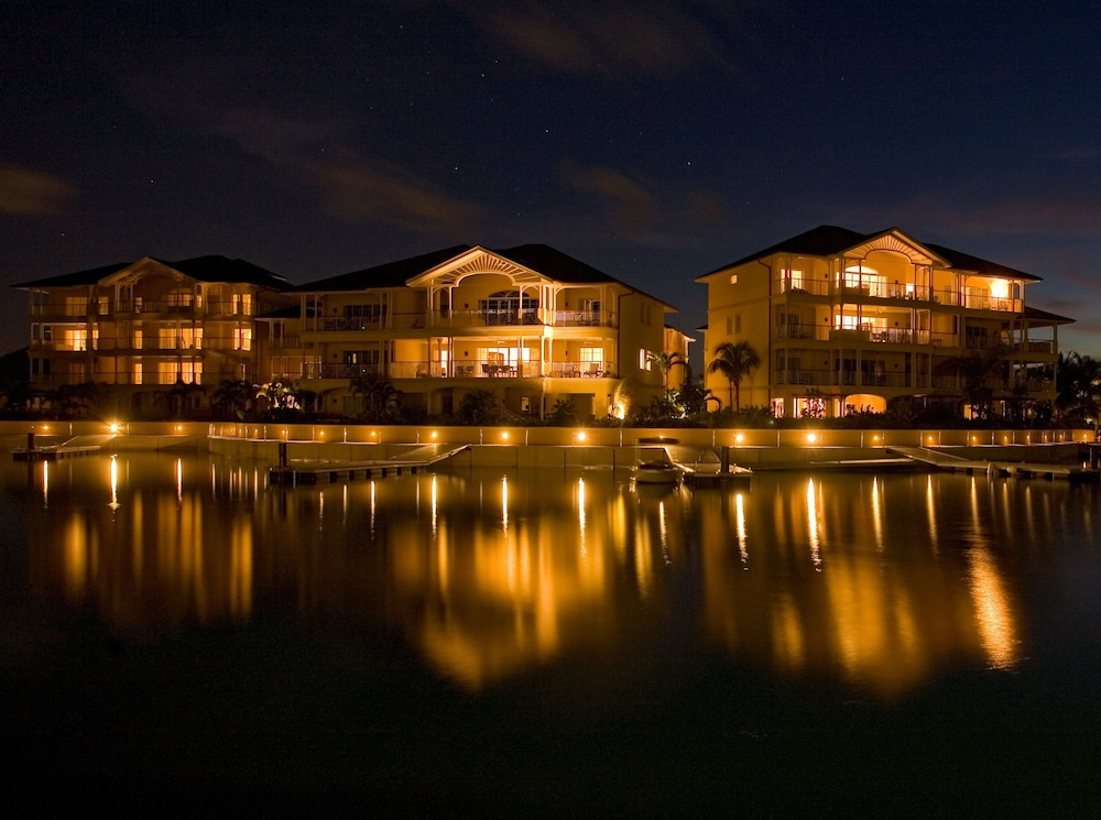 Front of Property - Evening/Night, The Landings Resort & Spa