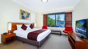 1 bedroom, premium bedding, minibar, desk