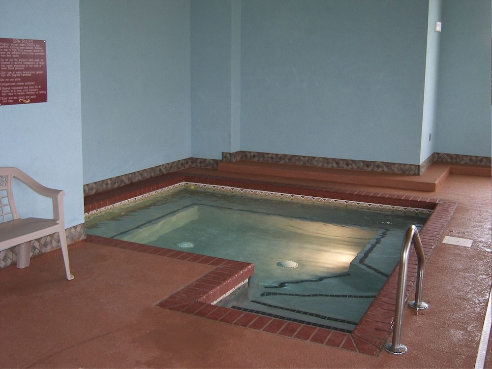 Indoor Spa Tub, Parkfield Inn