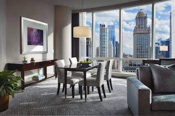 Deluxe Suite, 1 King Bed, River View (Grand) - In-Room Dining