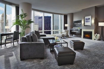 Deluxe Suite, 1 King Bed, River View (Grand) - Living Area