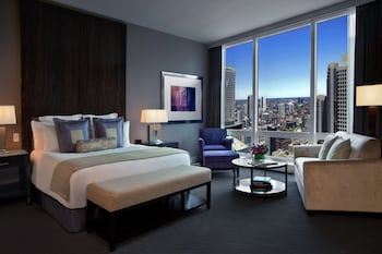 Deluxe Room, 1 King Bed, City View - Guestroom