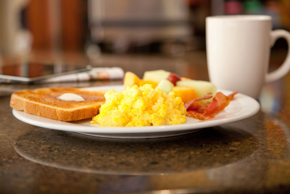 Breakfast Meal, Staybridge Suites Detroit Novi, an IHG Hotel