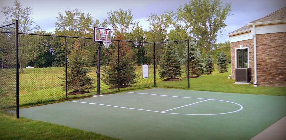 Sport Court, Staybridge Suites Detroit Novi, an IHG Hotel