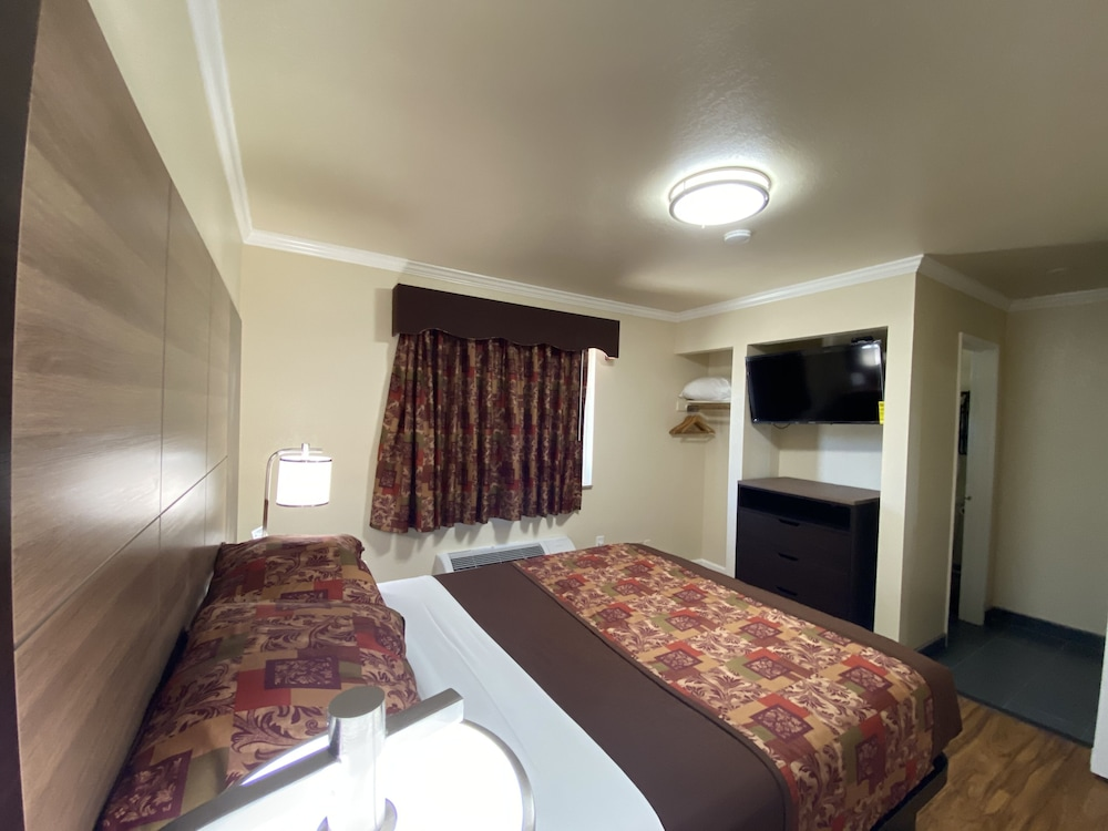 Room, Beachwalker Inn and Suites