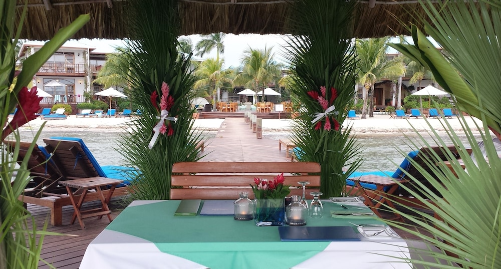 Couples Dining, Chabil Mar Luxury Villas - Guest Exclusive Beach Resort